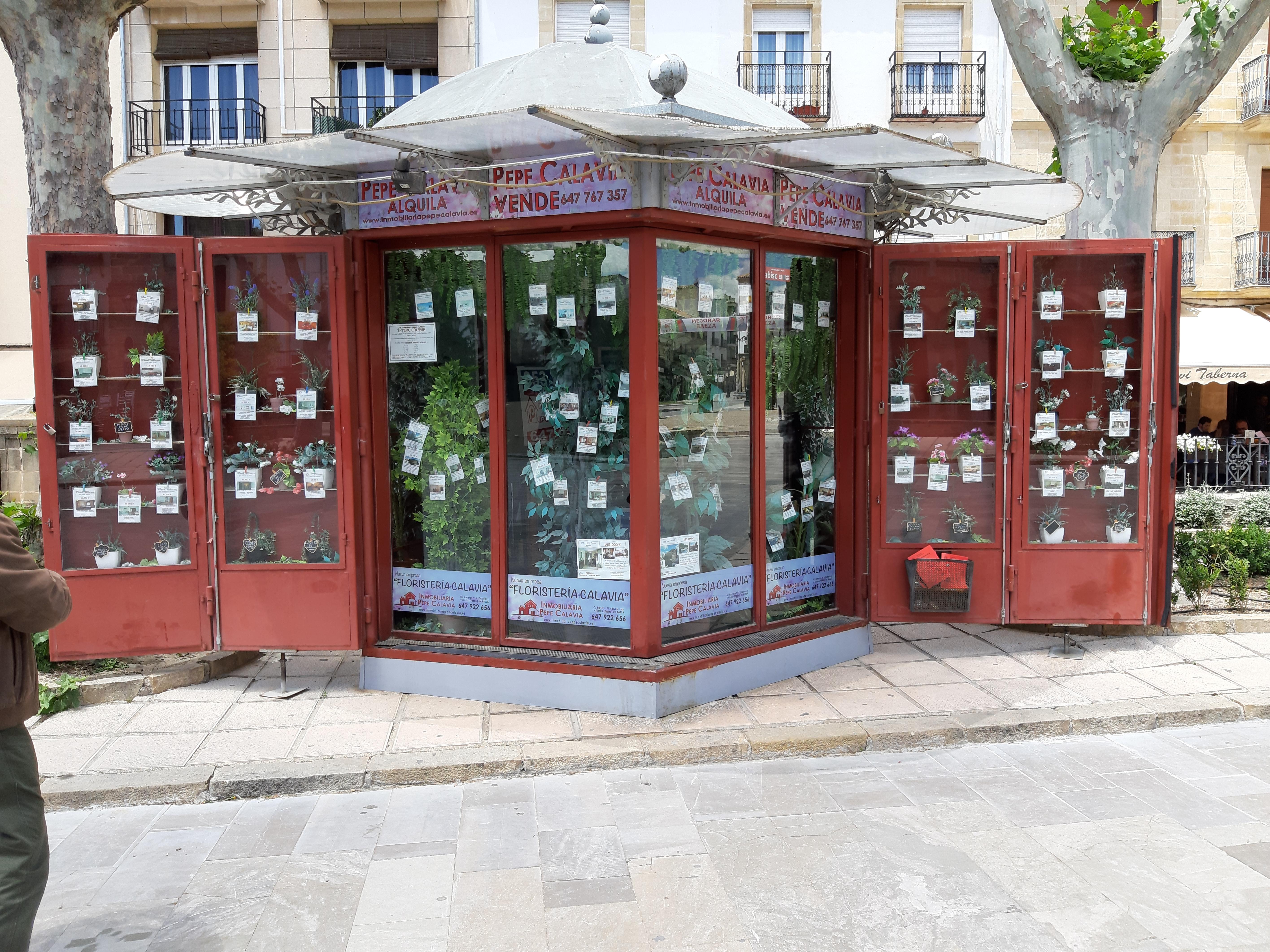 Baeza'da bir emlak ofisi
